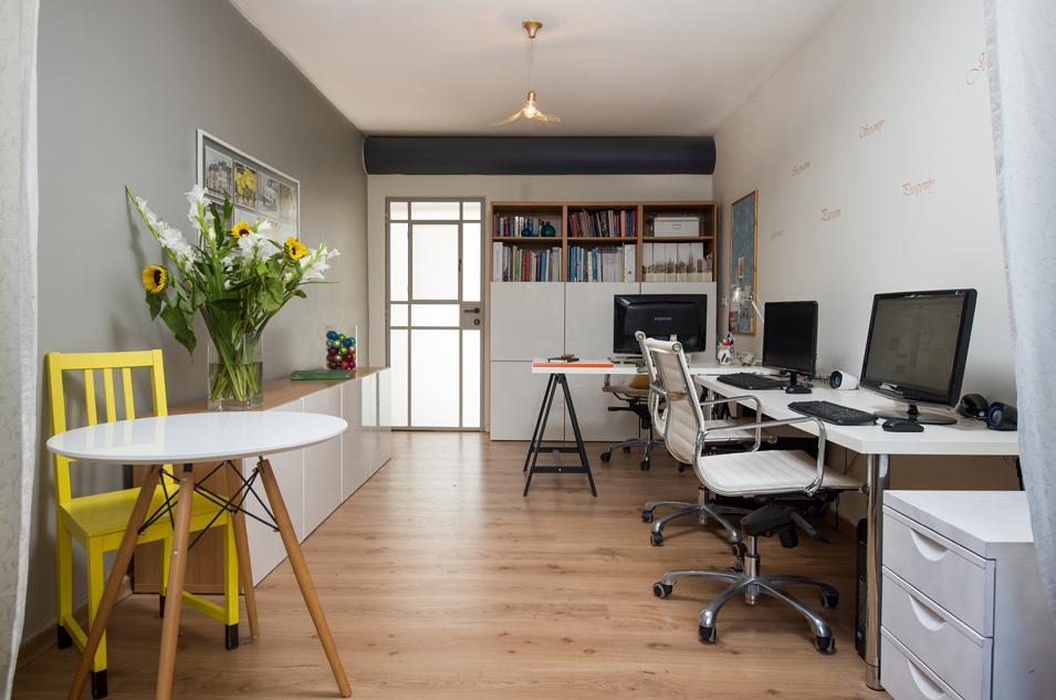 המשרד של ליאת הדס אדריכלות ועיצוב דלת סגורה