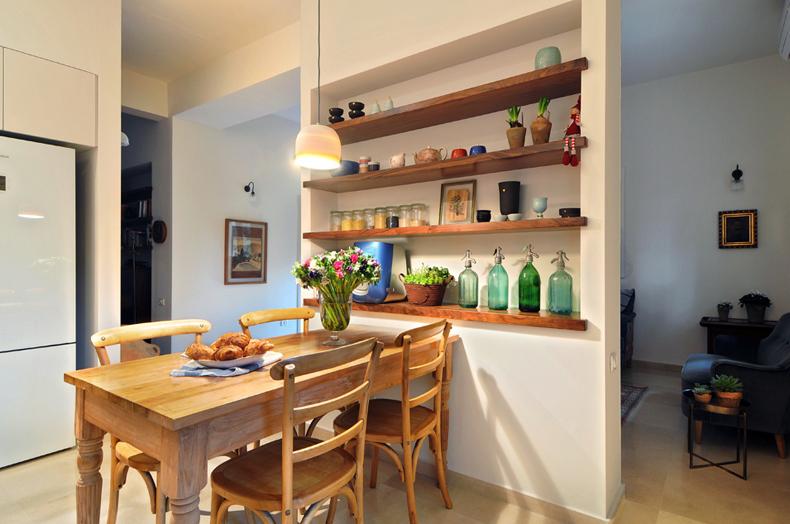 3 שולחן אוכל ומדפים