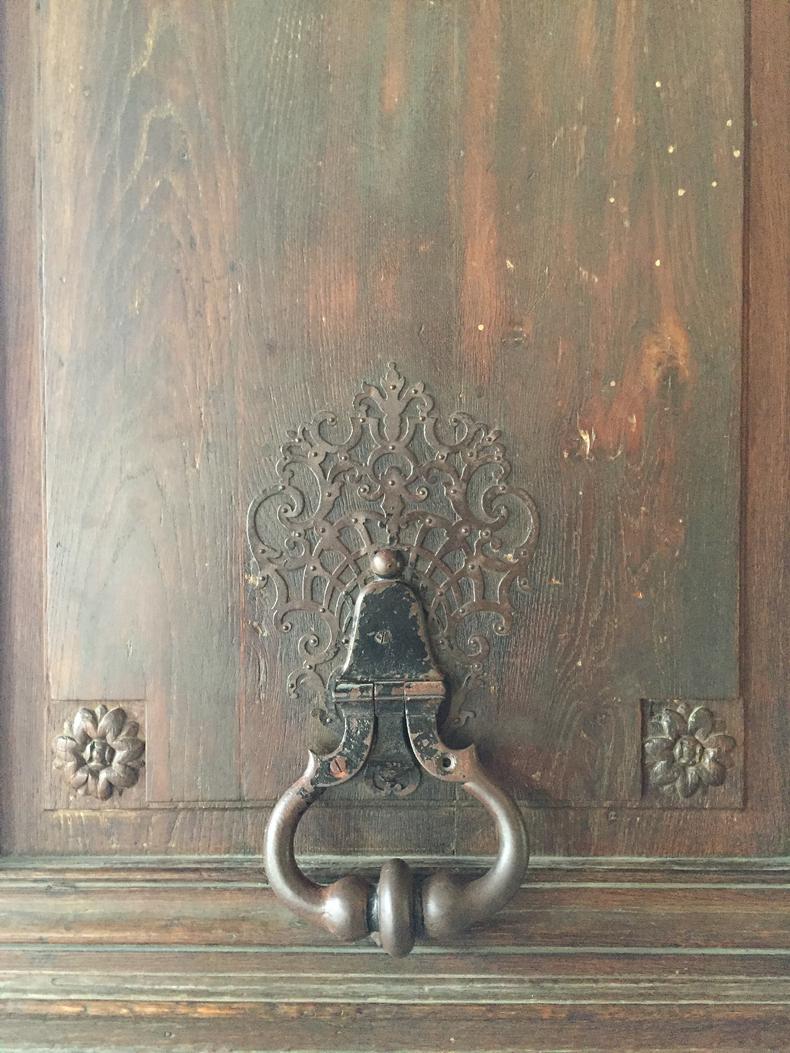 דלת בכיכר וסגס