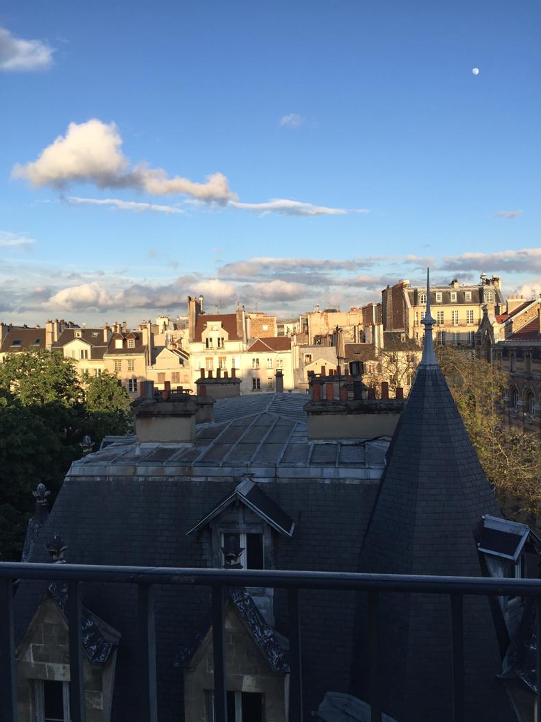 מעל גגות העיר