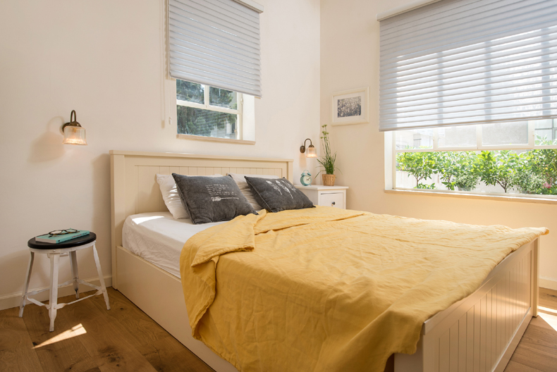חדר שינה מבט לחלון