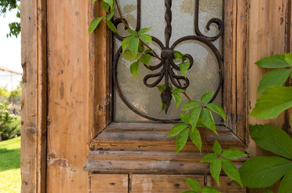 15 פרט דלת עתיקה
