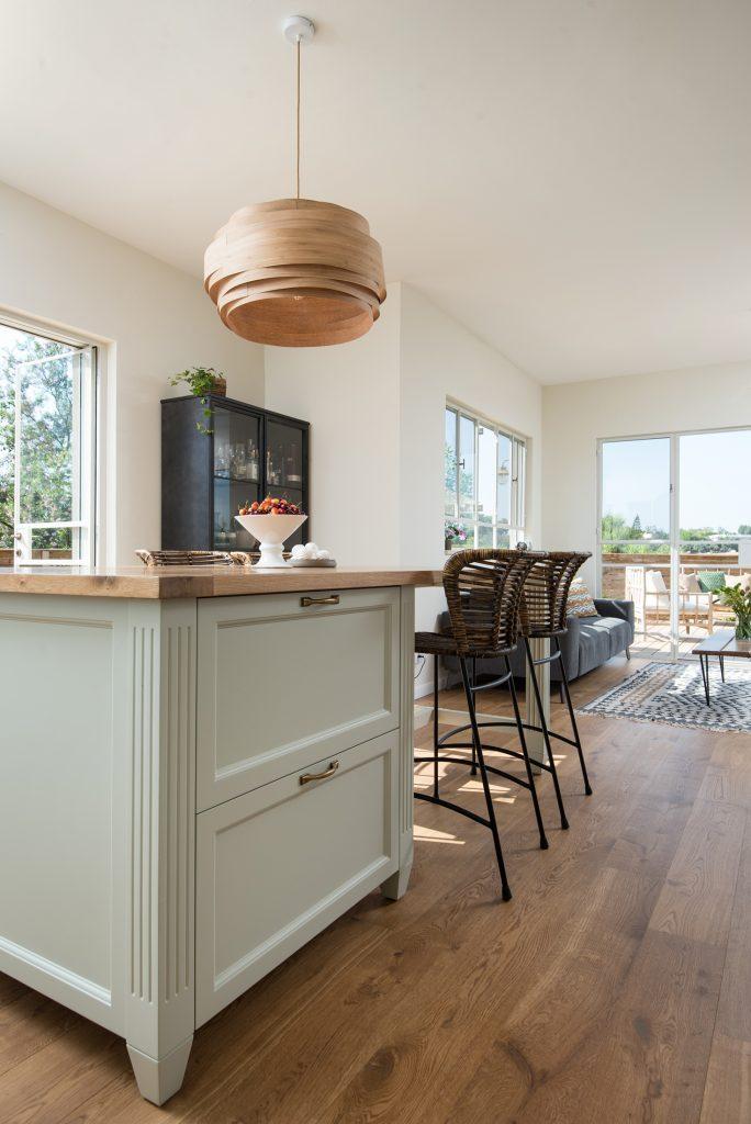 אי במטבח כפרי, עיצוב פנים ים תיכוני, תכנון עיצוב ושיפוץ בית במושב